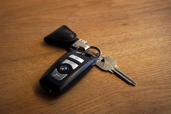 BMW Mカーボンデザイン USBメモリスティック 8GBモデル